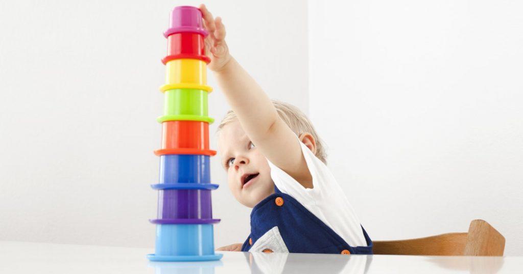 انتخاب اسباب بازی برای نوزاد 6-8 ماه