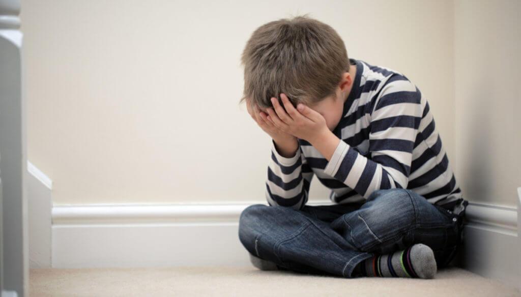 آموزش یادگیری کودکان از شکست خوردن در بازی
