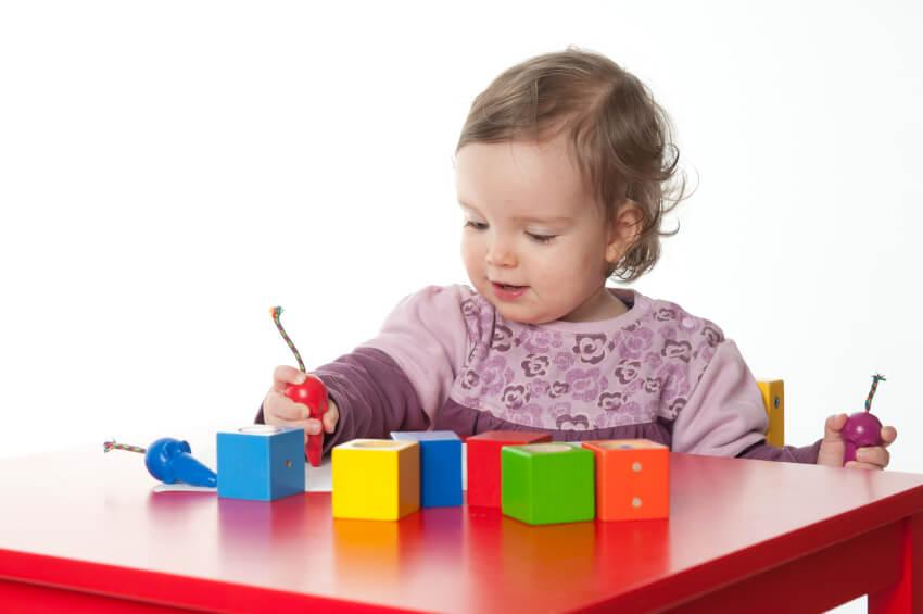 نکاتی برای شناخت هرچه بیشتر اسباب بازی های مناسب برای کودک ۲ ساله