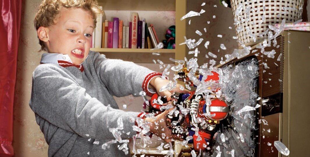 علت شکستن اسباب بازی توسط کودک و تخریت آن