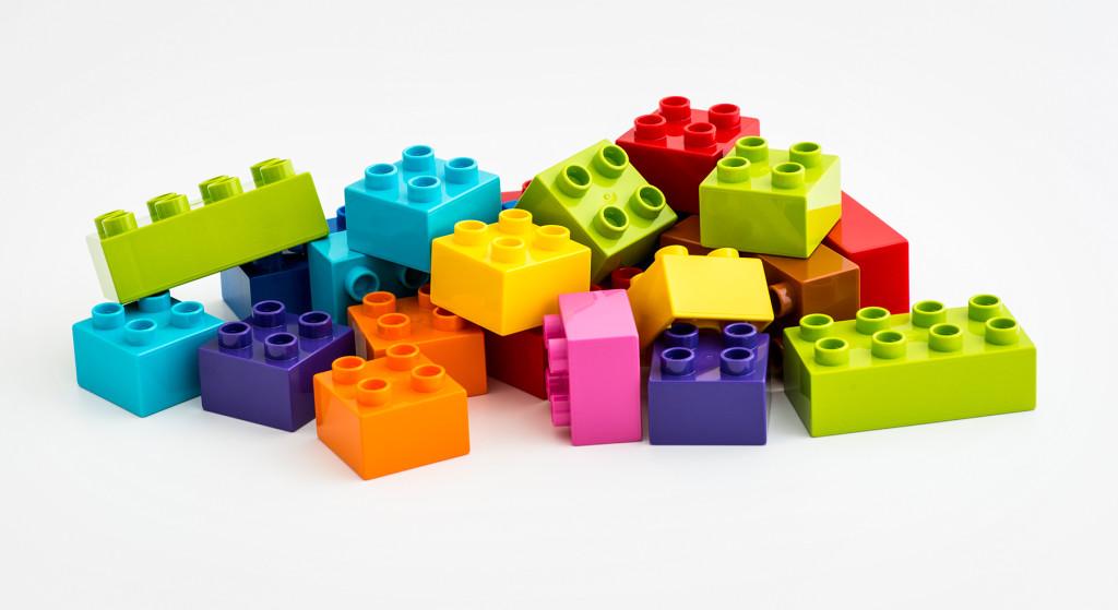 لگوها از مهم ترین اسباب بازی هایی بودند که این صنعت را دگرگون کردند.