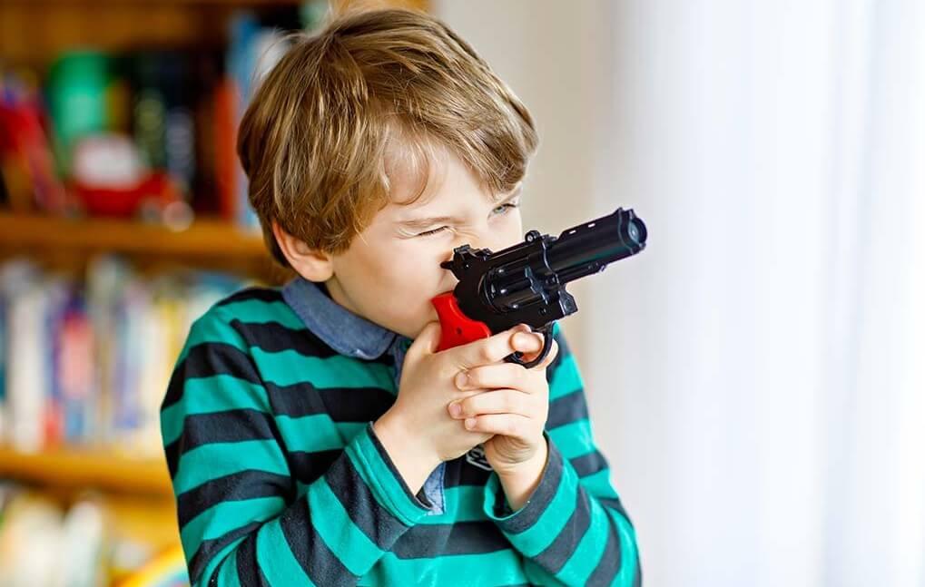 خرید اسباب بازی های جنگی چه تاثیری بر رفتار کودک دارد؟