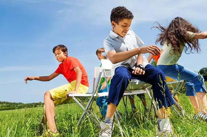 صندلی بازی به تحرک و هوش کودکان بسیار کمک می کند.